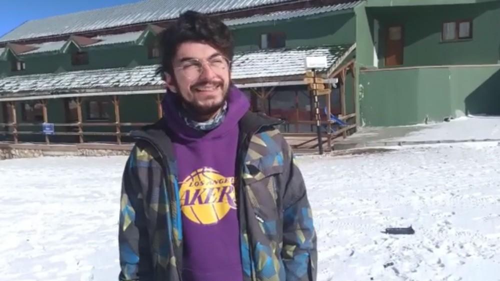 Kar yağınca sevinçten göbek attılar