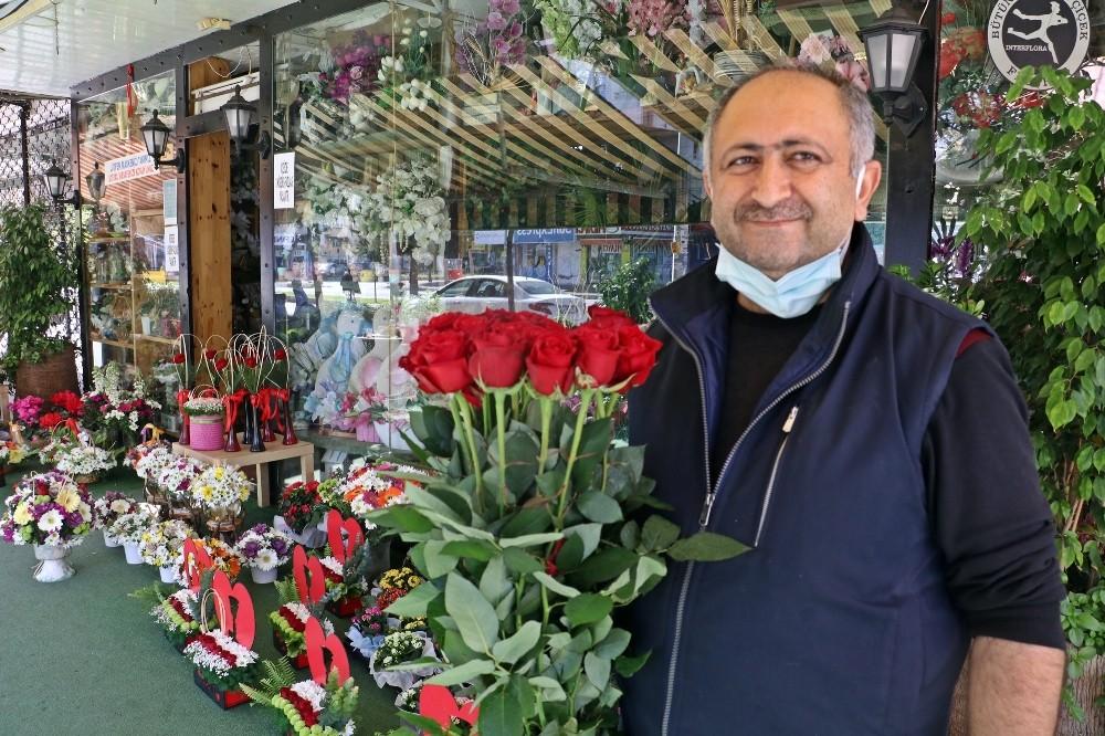 14 Şubat sevgililer kadar çiçekçileri de güldürdü