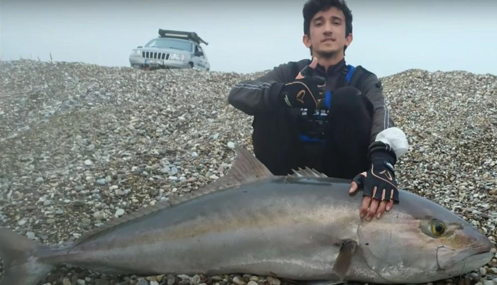 Lise öğrencisinin oltasına boyu kadar balık takıldı
