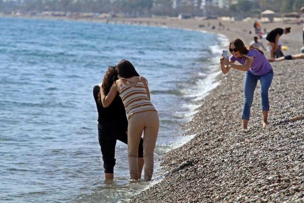 Şubatın son günü kısıtlamadan muaf turistlerin deniz keyfi