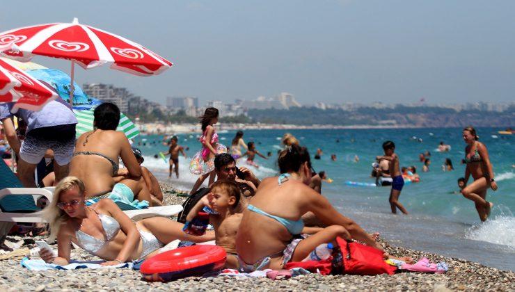 Tatilciler sahilleri doldurmaya başladı