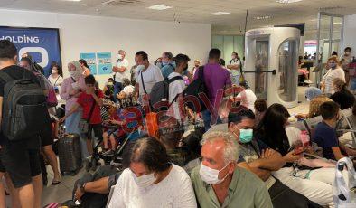 Gazipaşa Havalimanı'nda yolcularla görevliler kavga etti I VİDEO HABER